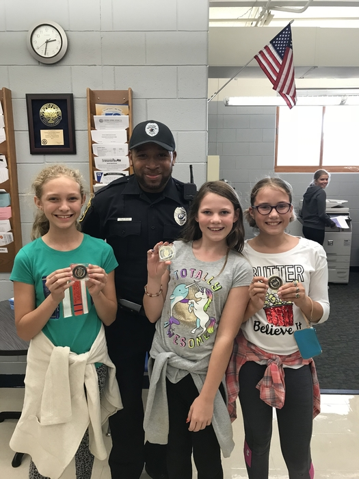 Officer Taylor and CIS Students